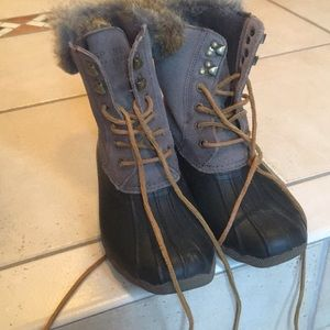Sperry fur trimmed snow boots